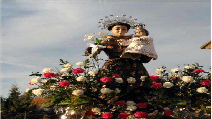 San Antonio de Padua en procesión con sus devotos.